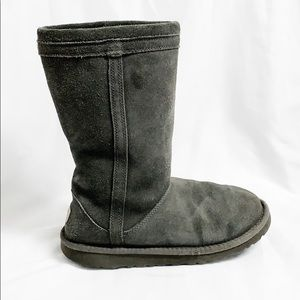 UGGS classic gray suede boot